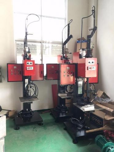 上海转枪自动环缝焊接机